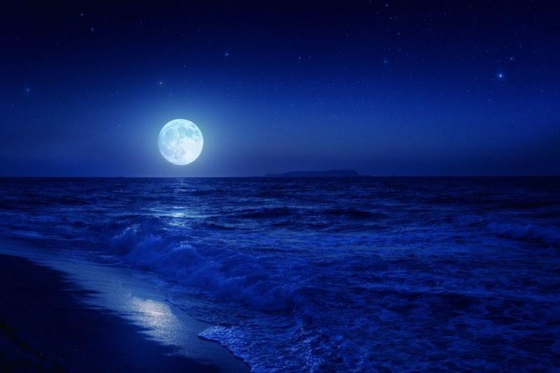 Луна является одной из причин приливов и отливов на Земле