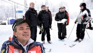 Дмитрий Новиков и он же в компании высокопоставленных чиновников