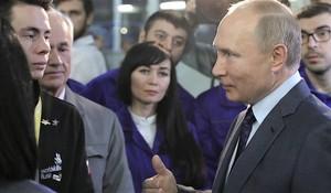 Владимир Путин на КамАЗе