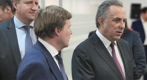 Антон Глушков в ухо правое...
