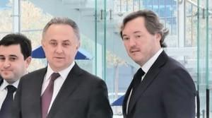 Андрей Молчанов в ухо левое...