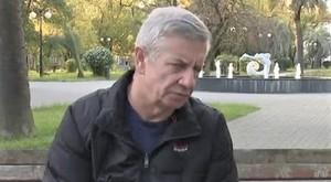 Зак Бория во время интервью в Сухуми